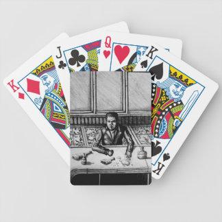 Naipes de la escena de la barra barajas de cartas