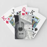 Naipes de la guitarra y de la partitura cartas de juego