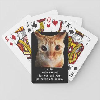 Naipes divertidos del gato de la ayuda de las