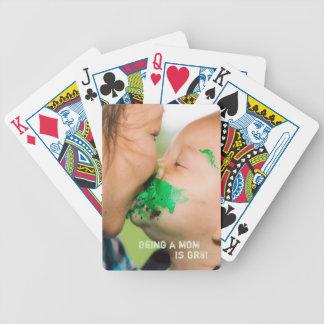 Naipes lindos de la mamá y del bebé barajas de cartas