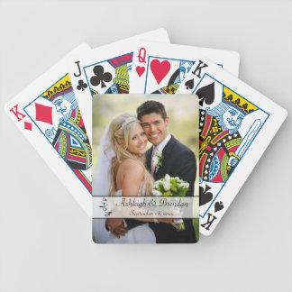 Naipes negros, blancos de la foto del boda de la cartas de juego