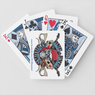 Naipes observados uno de los enchufes cartas de juego