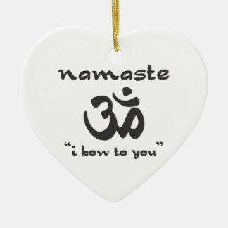 Namaste - arqueo a usted adorno navideño de cerámica en forma de corazón
