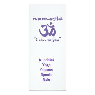 """Namaste - arqueo a usted (en púrpura) invitación 4"""" x 9.25"""""""