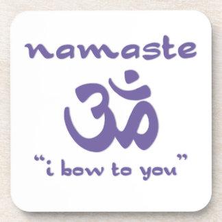 Namaste - arqueo a usted (en púrpura) posavasos de bebida