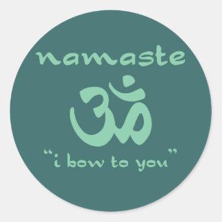Namaste - arqueo a usted (en verde) etiquetas redondas