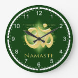 Namaste - arqueo a usted (en verde) reloj de pared