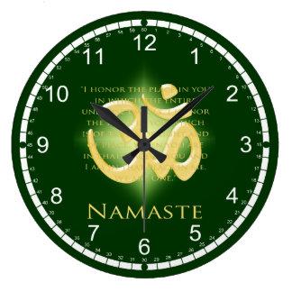 Namaste - arqueo a usted (en verde) reloj redondo grande
