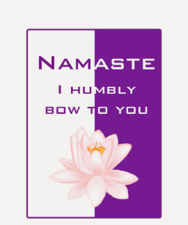 Namaste - arqueo humildemente a usted (la púrpura) remera