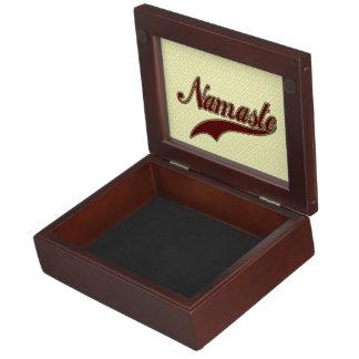 Namaste Borgoña roja elegante Cajas De Recuerdos