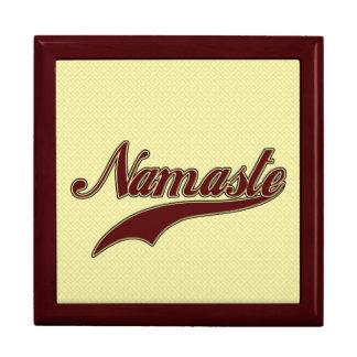 Namaste Borgoña roja elegante Cajas De Recuerdo