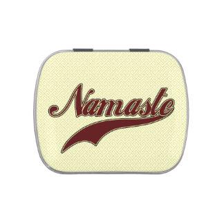 Namaste Borgoña roja elegante Latas De Caramelos