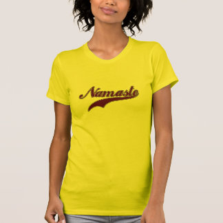 Namaste Borgoña roja elegante Camiseta