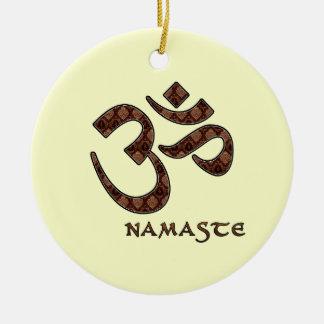 Namaste con el símbolo Brown de OM y la crema Adorno Navideño Redondo De Cerámica