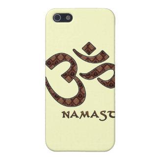 Namaste con el símbolo Brown de OM y la crema iPhone 5 Cárcasas