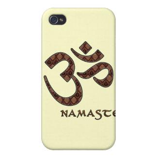 Namaste con el símbolo Brown de OM y la crema iPhone 4 Cárcasas