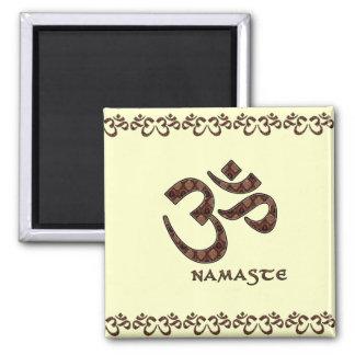 Namaste con el símbolo Brown de OM y la crema Imán Cuadrado