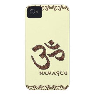 Namaste con el símbolo Brown de OM y la crema iPhone 4 Carcasas