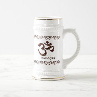 Namaste con el símbolo Brown de OM y la crema Jarra De Cerveza
