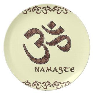 Namaste con el símbolo Brown de OM y la crema Plato De Comida