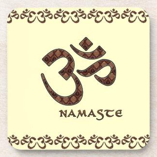Namaste con el símbolo Brown de OM y la crema Posavasos