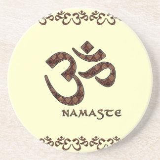 Namaste con el símbolo Brown de OM y la crema Posavasos Personalizados