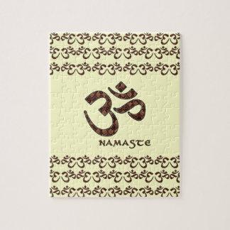 Namaste con el símbolo Brown de OM y la crema Puzzle