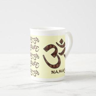 Namaste con el símbolo Brown de OM y la crema Taza De Porcelana