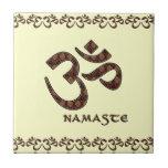 Namaste con el símbolo Brown de OM y la crema Teja
