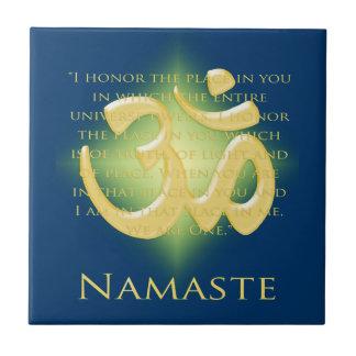 Namaste con símbolo de OM Azulejo Cuadrado Pequeño