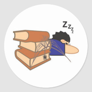 Não durma sobre o livro vai dar teia de aranha round stickers
