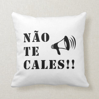 Não Te Cales! Throw Pillow