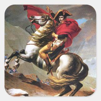 Napoleon que cruza a los pegatinas de las montañas pegatina cuadrada