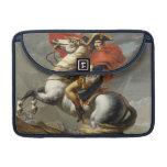 Napoleon que cruza el paso magnífico de St Bernard Fundas Para Macbook Pro