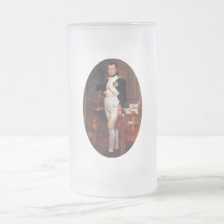 Napoleon que presenta en su estudio taza de cristal