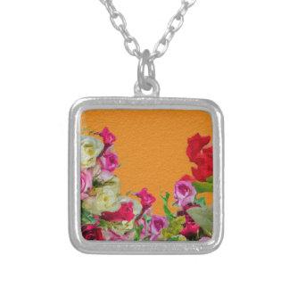Naranja abstracto floral hermoso colgante cuadrado