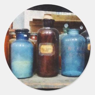 Naranja, Brown y botellas azules de sustancias Pegatina Redonda