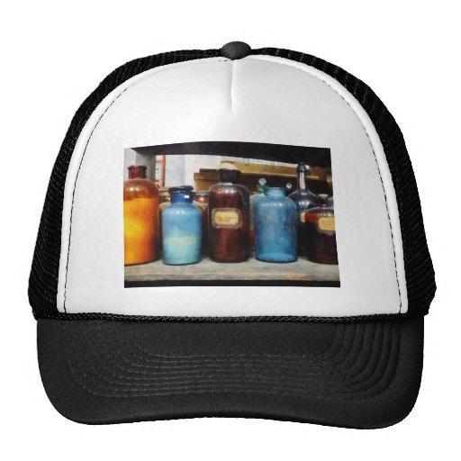 Naranja, Brown y botellas azules de sustancias quí Gorra