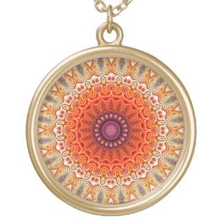 Naranja caleidoscópico de la flor y diseño del colgante redondo