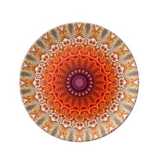 Naranja caleidoscópico de la flor y diseño del plato de cerámica