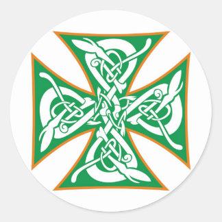 Naranja céltico/verde de la cruz del hierro pegatina redonda