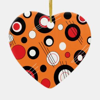 Naranja de la polca adorno de cerámica en forma de corazón