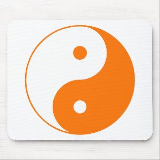 Naranja de Taijitu del chino de la muestra del Tao Alfombrilla De Ratón