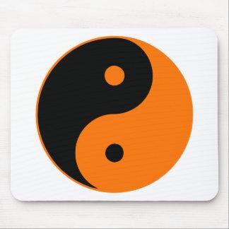 Naranja de Taijitu del chino de la muestra del Tao Tapetes De Raton