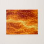 Naranja del agua ardiente y fondo rojos del amaril puzzle