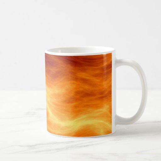 Naranja del agua ardiente y fondo rojos del amaril taza