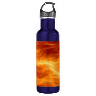 Naranja del agua ardiente y fondo rojos del botella de agua