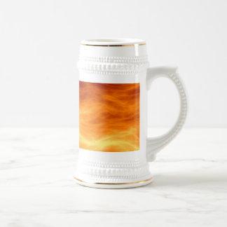 Naranja del agua ardiente y fondo rojos del jarra de cerveza