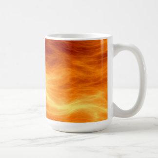 Naranja del agua ardiente y fondo rojos del taza de café