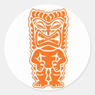 naranja del guerrero del tótem del tiki pegatina redonda